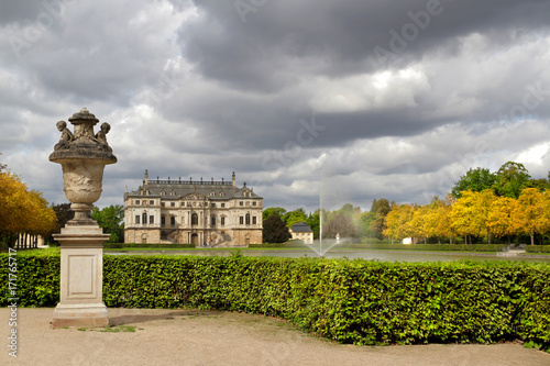 Palais Großer Garten Dresden Mit Palaisteich Im Herbst Mit