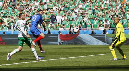 France v Republic of Ireland - EURO 2016 - Round of 16