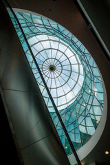 Le dôme en verre de l'immeuble ancien à Perpignan