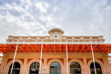 Les bâtiments colorés du Centre du Monde à Perpignan