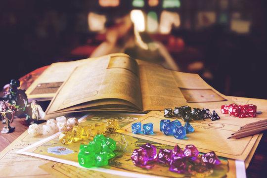 tavolo da gioco buio con sfondo