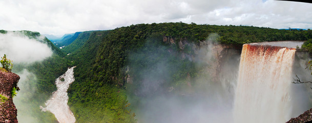 Foto auf AluDibond Wasserfalle Kaieteur waterfall, one of the tallest falls in the world at potaro river Guyana