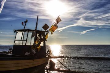 Fotobehang Schip Kuter rybacki - brzeg - Orłowo - gdynia Bałtyk - Polska
