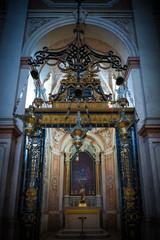 Interior iglesia renacentista en Lisboa Portugal