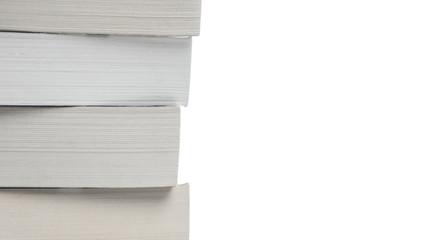 Gestapelte Bücher isoliert vor weißem Hintergrund
