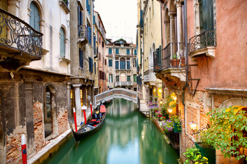 Traditional canal street with gondola in Venice, Italy Fototapete