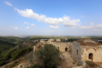 Крепость Йехиам -    замок эпохи  крестоносцев , принадлежал ордену Тевтонских рыцарей