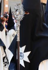 Nazareno con bastón y figura de Cristo, Semana Santa, Sevilla, España