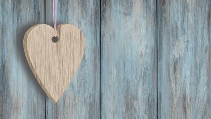 Serce z drewna na sznurku na tle desek