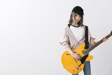 女性ギタリスト