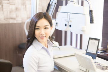 woman smile with optometry