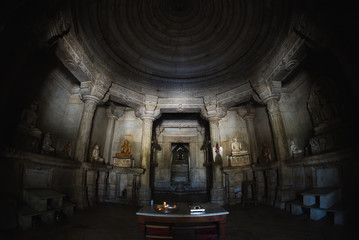 Foto op Canvas Temple Interior of the majestic jainist temple at Ranakpur, Rajasthan, India. Architectural details of stone carvings, ultra wide angle fish eye view.