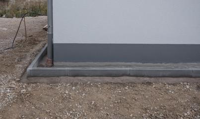 Spritzschutz Steinstreifen Hausfassade