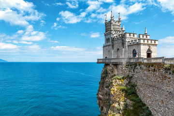 Fototapete - Castle Swallow's Nest on the rock in Crimea