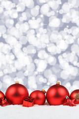 Weihnachten rot Weihnachtskugeln Hintergrund Dekoration Hochformat Winter Schnee Textfreiraum