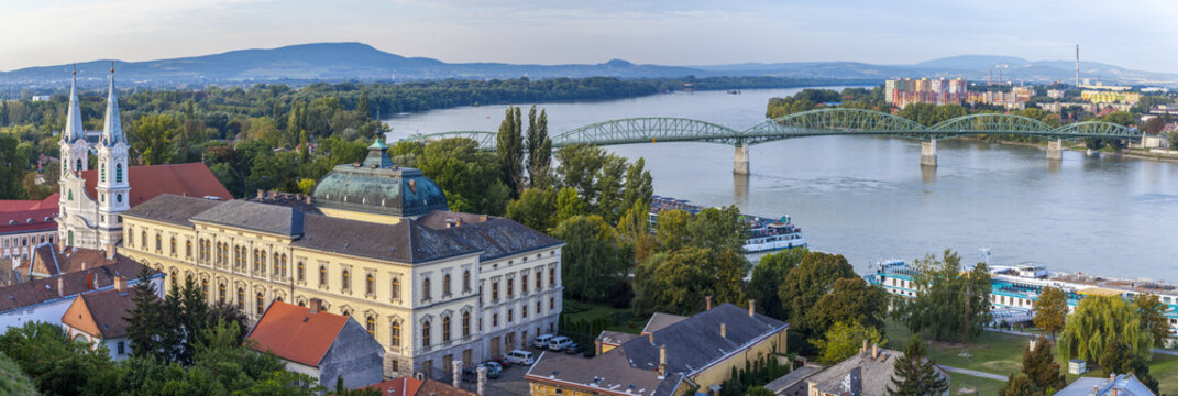 St. Ignatius Kirche, Blick von der Basilika von Esztergom, Ungarn.