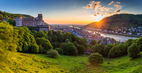 Panoramic view of beautiful medieval town Heidelberg including Carl Theodor Old Bridge, Neckar river, Church of the Holy Spirit, Germany Fototapete