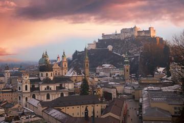 winterliche Abendstimmung über der Salzburger Altstadt