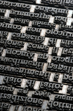 Linotip Linotype Linotipia Linotype-Setzmaschine Linotipo Linotyp machine ライノタイプ Линотип Linotype排字机 لاينوتايب
