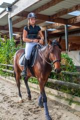 détendre son cheval au pas.