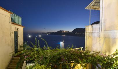 Paesaggio notturno della costiera amalfitana