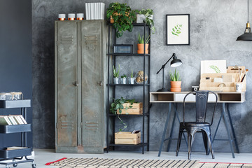 Inspiring home office with plants