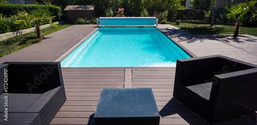 piscine terrasse et salon de jardin\