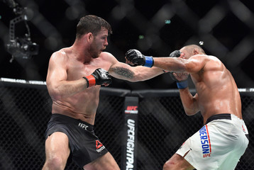 MMA: UFC 204-Bisping vs Henderson