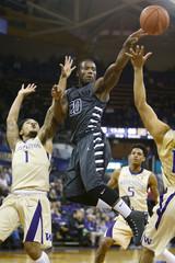 NCAA Basketball: Oakland at Washington