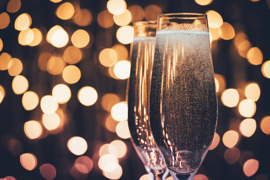 glasses of champagne with bubbles
