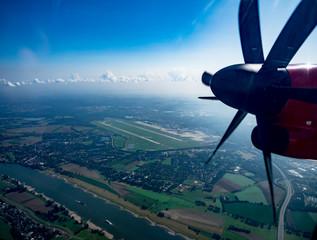 Propeller eines Flugzeugs in der Luft