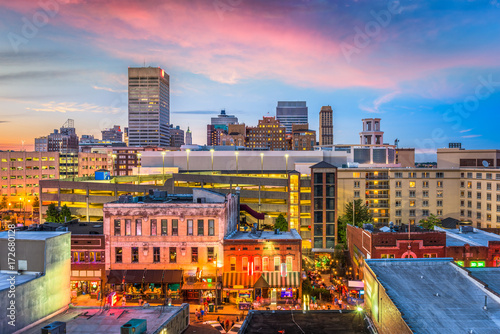 Fototapete Memphis, Tennessee, USA skyline over Beale Street.