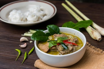 Green curry (Kaeng kheiyw hwan) with Thai food for steamed rice or rice noodles. Thai food very popular