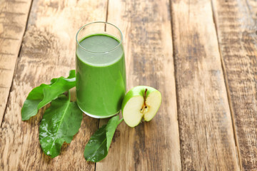 Glass of spinach smoothie on table