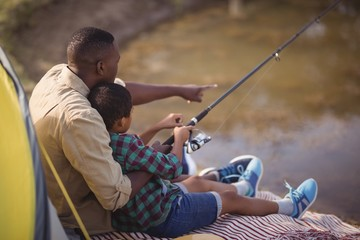 Poster Peche Father and son fishing together in park
