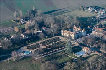 Vue aérienne du château de Corbeville à l'ouest de Paris