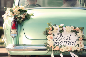 Photo sur Plexiglas Vintage voitures Beautiful wedding car with plate JUST MARRIED