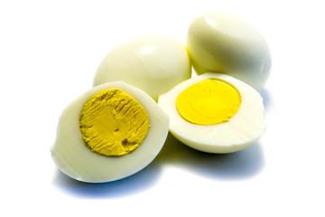 hartgekochtes ei eier gekocht isoliert freigestellt auf weißen Hintergrund, Freisteller