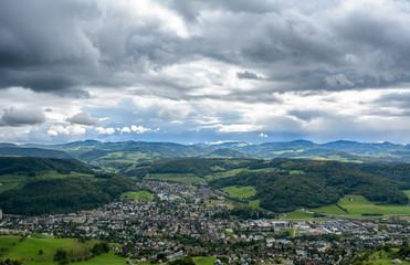 Aussicht vom Berg in das Tal - Grusskarte Landschaft