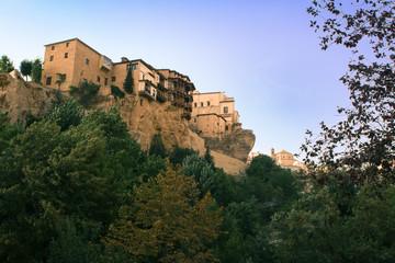 Cuenca - Casas colgantes entre verde