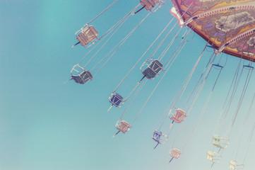 Empty swing ride chairs in motion Fototapete