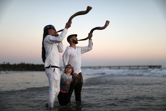 Stein and Levitch blow the shofar at a Tashlich ceremony during the Nashuva Spiritual Community Jewish New Year celebration on Venice Beach in Los Angeles