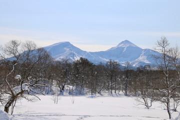 凍結したレンゲ沼からの磐梯山(裏磐梯・北塩原村)