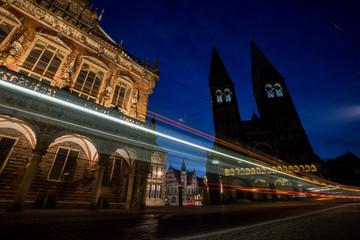Bremer Rathaus und Dom bei Nacht