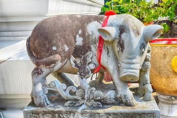 Giant statue in Wat Arun Ratchawararam Ratchawaramahawihan in Thailnd