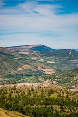 Vue sur la campagne du haut du village de Rennes le Château