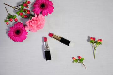 ピンクの花と口紅