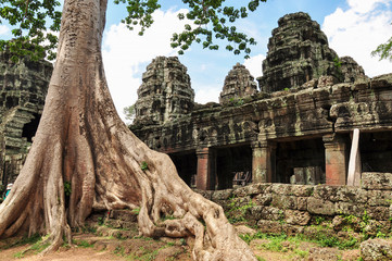 Banteay Kdei with tree roots