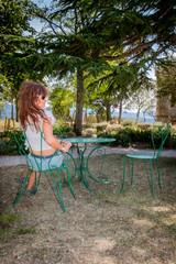 Femme dans le Jardin Supérieur du Parc de l'Abbé Saunière
