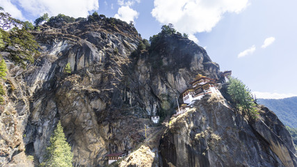 Fototapete - Taktshang Goemba or Tiger's nest Temple the beautiful buddhist temple.The most sacred place in Bhutan is located on the high cliff mountain with sky of Paro valley, Bhutan.